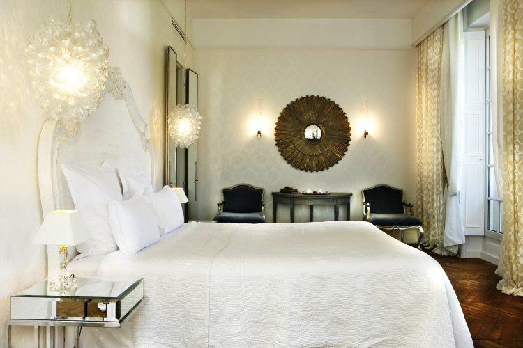 St James_root-deluxe-room-bed