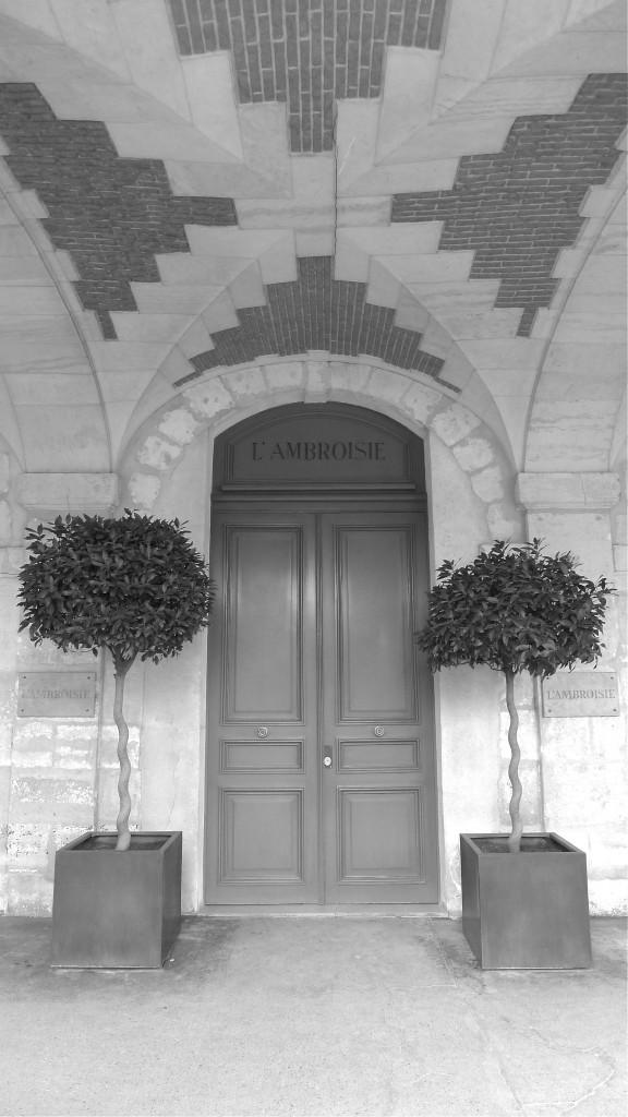 White-Cabana-Place-des-vosges-Paris-4