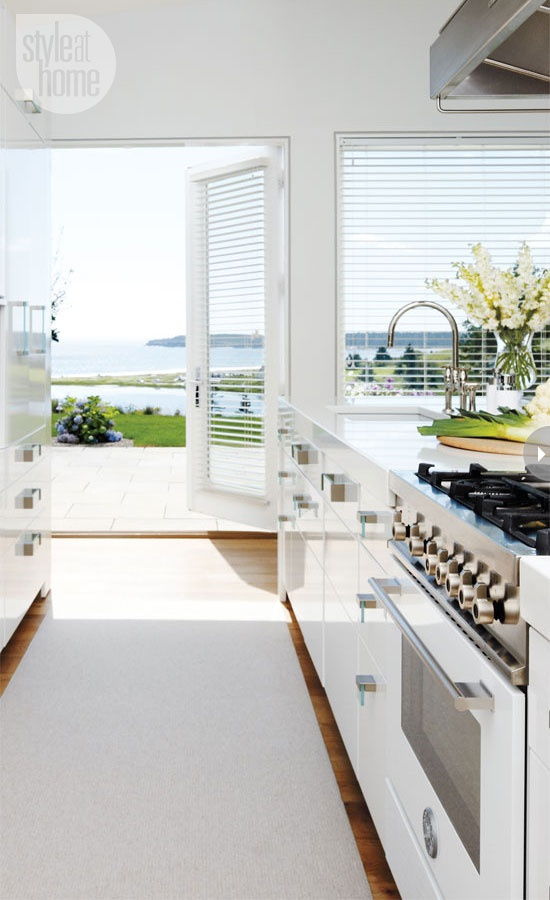 white-kitchen-beach-Style-at-Home