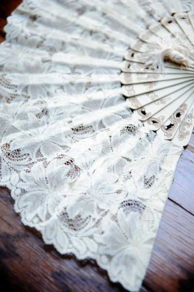 lace-fan-style-me-pretty