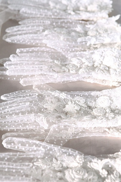 lace-gloves-this-is-glamorous