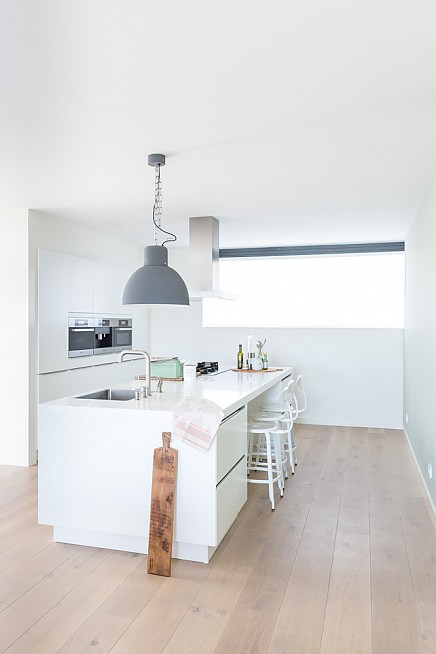 burobinnenhuis-white-kitchen-minimalist