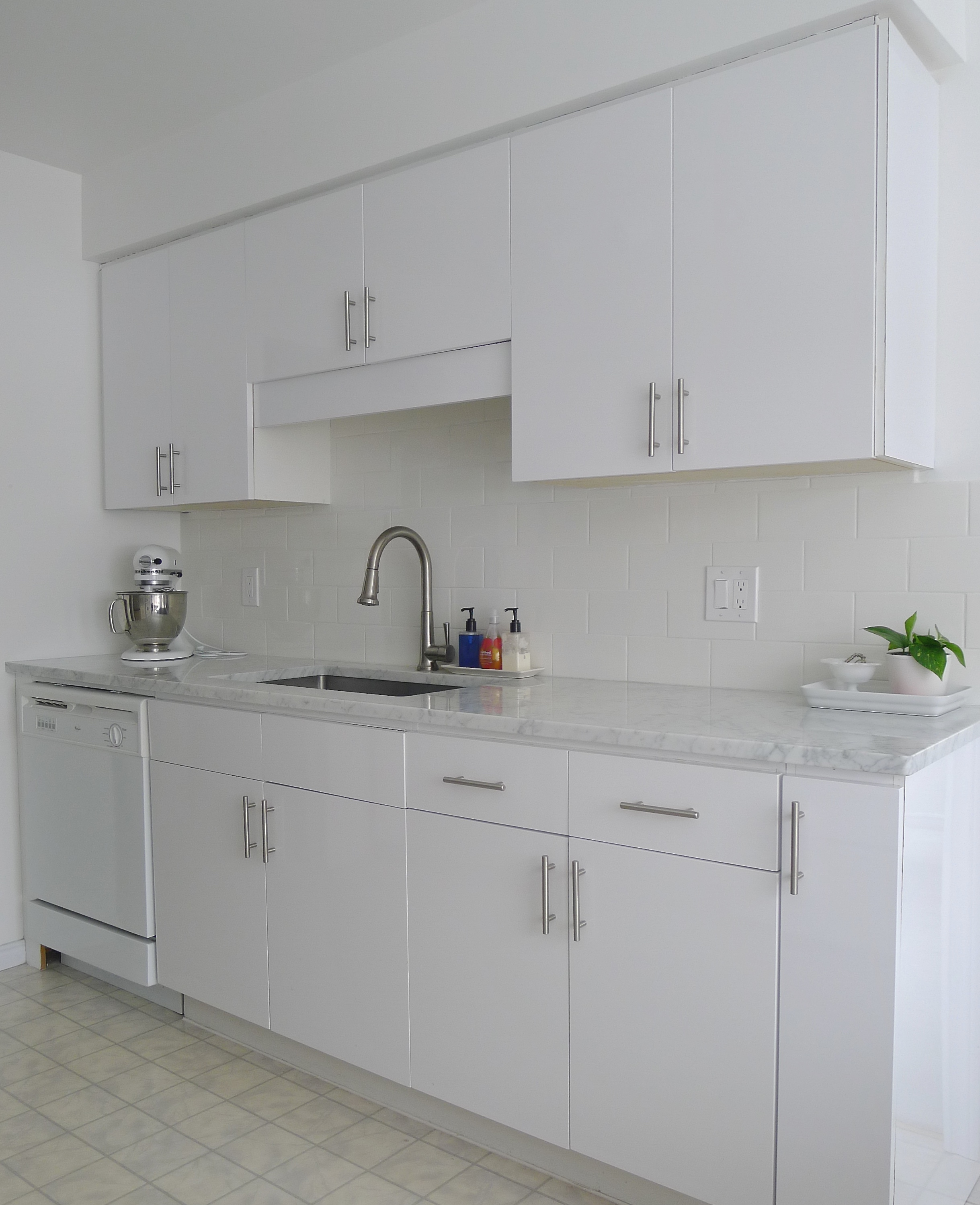Kitchen Backsplash Kijiji: White Cabana