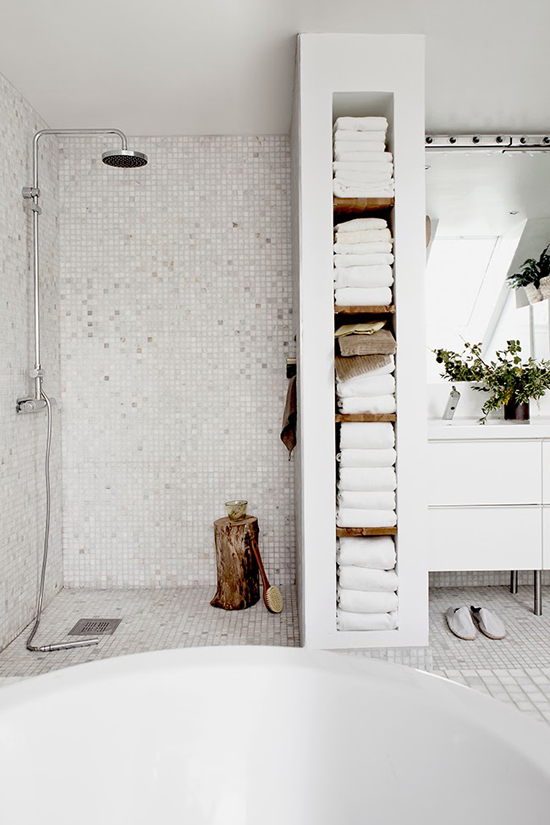 my-paradissi-house-of-my-dreams-white-bathroom-daniella-witte