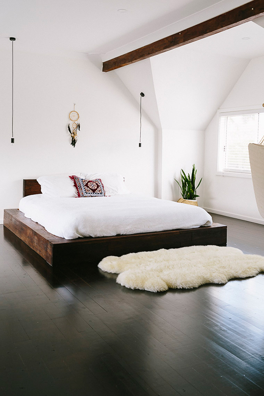 bedroom-white-wood