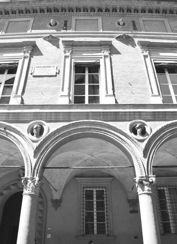 White-Cabana-Bologna_ExpediaCA_1