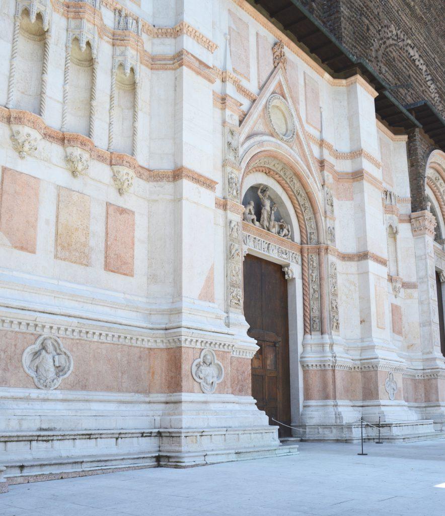 White-Cabana-Piazza-Maggiore-Bologna-2.jpg