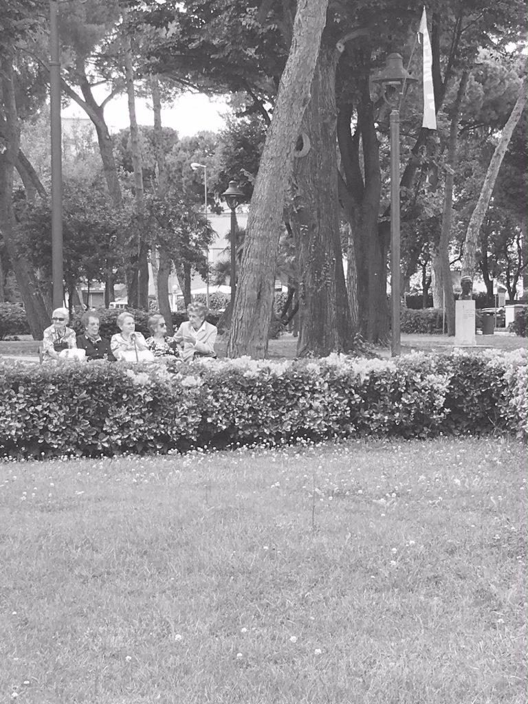White-Cabana-Rimini-Chiacchierare